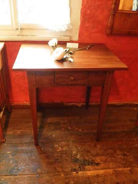 kleiner biedermeier tisch antiquit ten bro hauser m hle solingen. Black Bedroom Furniture Sets. Home Design Ideas