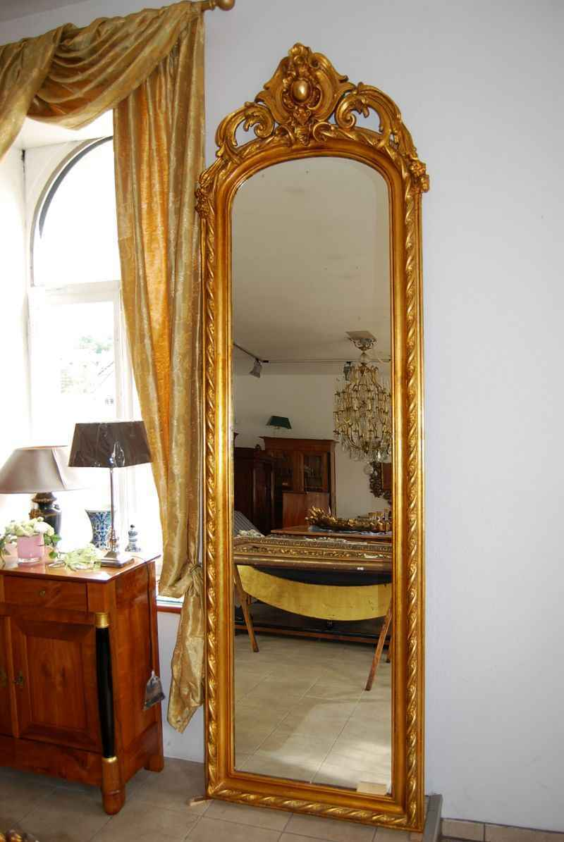 Großer vergoldeter Barockstandspiegel