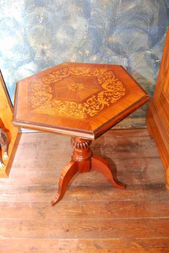 Kleiner sechseckiger Tisch (intarsiert), Nussbaum, ca. 1840