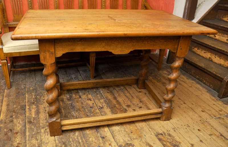 Tisch, Eiche/Nuss, ca. 1750
