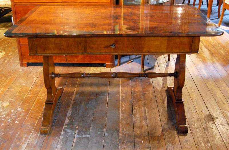 Schreibtisch, Nussbaum, ca. 1830