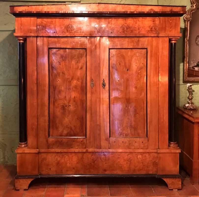 Großer Dielenschrank, Rüster, ca. 1810